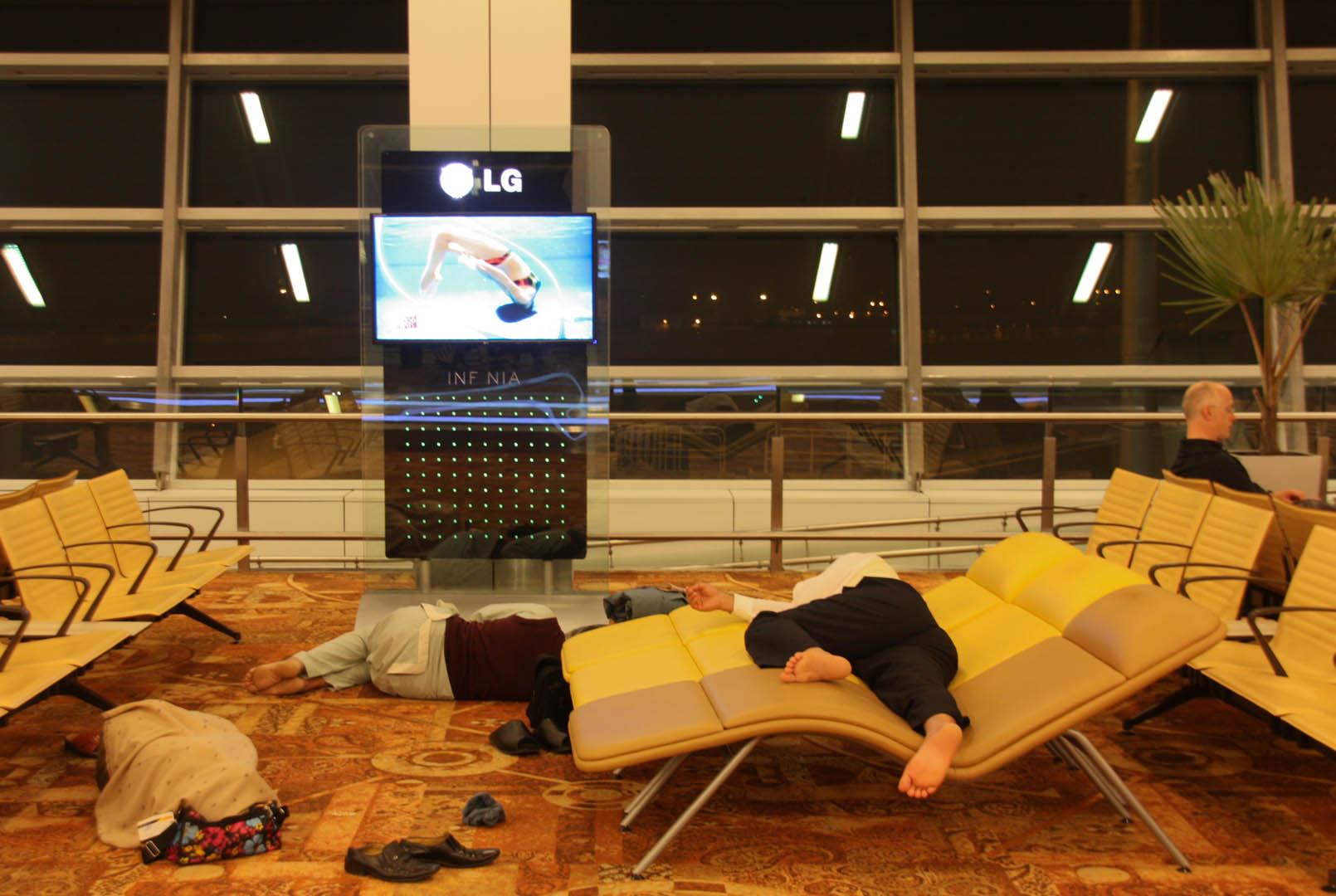 Schlafende am Delhi Airport